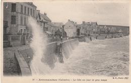 14 Arromanches. La Cote Un Jour De Gros Temps - Arromanches
