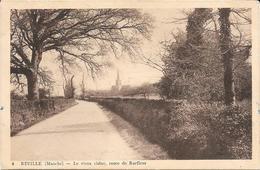 Reville - Route De Barfleur     -    Circulé 1939 - Petit Accroc En Bas - France