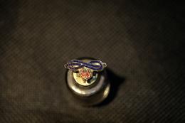 """Pin's--""""Corona Su Nodo Dell'amore"""" Le Immagini Non Rendono La Vera Bellezza Dell'oggetto- -Integro E Completo- - Pin's"""