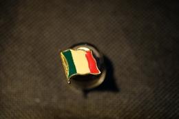 """Pin's--""""Bandiera Italiana"""" Le Immagini Non Rendono La Vera Bellezza Dell'oggetto- -Integro E Completo- - Badges"""