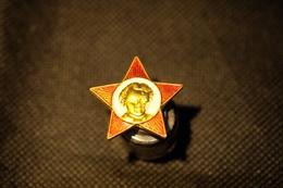 """Pin's-Spilla-""""Bambino -rosso Vivo E Oro"""" Le Immagini Non Rendono La Vera Bellezza Dell'oggetto- -Integro E Completo- - Badges"""