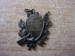 Vente à La Pièce D'un Petit Lot D'insignes, Médailles Divers Provenances - Petit Prix - België