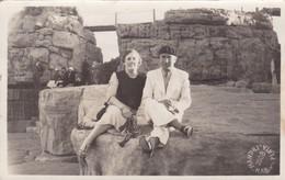 MAR DEL PLATA FOTO MANDRI. CPA CIRCA 1938 VINTAGE SUITS - BLEUP - Argentina