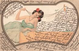 Illustration Illustrateur Art Nouveau Jolie Jeune Femme En Robe Collier Bijou Bijoux Papillon Cpa Cachet 1905 - Illustrateurs & Photographes