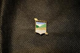 """Pin's-Spilla-""""LIVIGNO M.1816""""Le Immagini Non Rendono La Vera Bellezza Dell'oggetto-Integro E Completo - Badges"""
