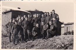 Foto Gruppe Deutsche Soldaten - RAD - 2. WK - 8*5,5cm (41198) - Krieg, Militär