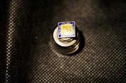 """Pin's-""""Associazione Volontari Sangue Italiani""""Le Immagini Non Rendono La Vera Bellezza Dell'oggetto-Integro E Completo - Badges"""