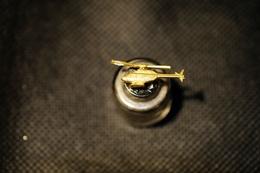 """Pin's-""""ELICOTTERO -Lucente-""""Le Immagini Non Rendono La Vera Bellezza Dell'oggetto-Integro E Completo - Badges"""