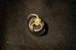 """Pin's-""""SCORPIONE Con Brillantini-""""Le Immagini Non Rendono La Vera Bellezza Dell'oggetto-Integro E Completo - Badges"""