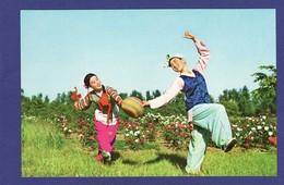 Troupe Mansoudai DANSE 2 JEUNES FILLES Carte Des Annees 1980 ( Très Très Bon état ) TZ 606 - Korea, North
