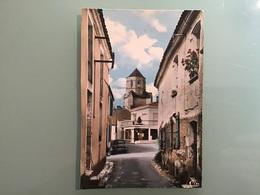 COZES . — Rue St-Pierre Et L' Eglise Avec Voiture - Autres Communes