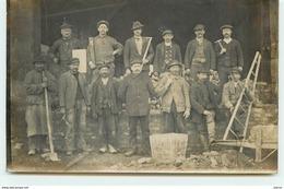 Carte-Photo D'un Groupe D'Ouvriers - Cartes Postales
