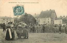 EURE  LE NEUBOURG  Place Du Vieux Chateau  La Halle Au Blé - Le Neubourg