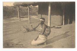 Congo Belge Albertville Femme Indigène Fumant La Pipe Carte Postale Ancienne - Belgian Congo - Other