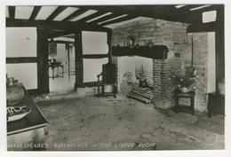 Warwickshire - Stratford-Upon-Avon   -   Shakespeare's Birthplace  -  The Living Room - Stratford Upon Avon