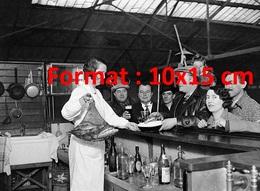Reproduction D'une Photographie Ancienne D'une Vue Du Bar Du Concours De Pêche à La Piscine De Levallois-Perret En 1931 - Reproductions