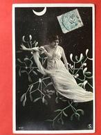 1906 - PHOTO REUTLINGER 1407 - FEMME SUR UNE BRANCHE DE GUI - LUNE - MAAN - VROUW OP EEN TAK MISTLETOE - Illustrateurs & Photographes