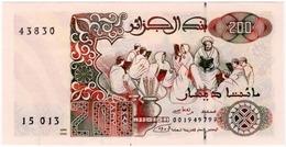 ALGERIA,200 DINARS,1992,UNC - Argelia