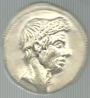 Giulio Cesare, L. Flaminio IIII Vir, Bella Riproduzione Di Denario In Ag. Gr. 10, Cm. 2,8. - Gettoni E Medaglie