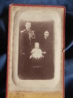 Photo CDV Dos Neutre - Militaire, Gendarme Avec Femme Et Enfant, Circa 1885 L443 - Anciennes (Av. 1900)