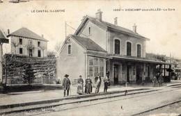 Viescamp-sous-Jallés  15   La Gare Initerieure Et Le Quai Tres Anime_En Haut Hotel-Café-Restarant - Francia