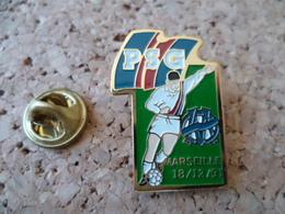 PIN'S   FOOTBALL  PSG   OM MARSEILLE - Football