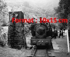 Reproduction Photographie D'un Conducteur De Train Alimentant En Eau La Pompe D'alimentation Voie étroite Tal-Y-Llyn - Reproductions