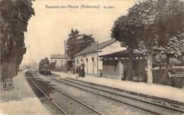 08 - Nouvion-sur-Meuse - La Gare (train Locomotive) - Francia