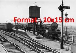 Reproduction D'une Photographie Ancienne D'un Train Avec Locomotive à Vapeur Sur Le Quai De Swindon En 1923 - Reproductions
