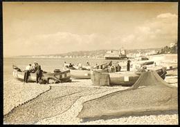 NICE 1938 Tirage D'époque De La Plage De Galets Avec Des Pêcheurs, Filets & La Jetée-Promenade (démontée Pendant La WW2) - Places