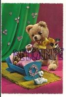 Jouets. Nounours Humanisé. Bébés Dans Un Berceau, Hochet. 1957 - Games & Toys