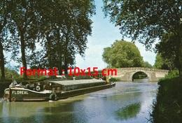 """Reproduction D'une Photographie Ancienne D'une Péniche Au Nom """" Floréal """" Sur Un Canal - Reproductions"""
