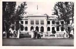 AFRIQUE NOIRE - CAMEROUN - DOUALA : Palais Du Gouvernement - CPSM Dentelée Format CPA - Black Africa  Cameroon Kamerun - Cameroon