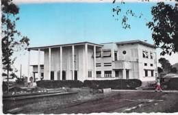AFRIQUE NOIRE - CAMEROUN - NKONGSAMBA : La Poste - CPSM Dentelée Format CPA - Black Africa  Cameroon Kamerun Kameroen - Cameroon