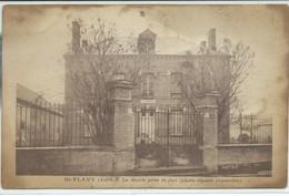 Saint-Flavy-La Mairie Prise De Face (Photo Réputée Impossible) (État Sale,voir Scan) - Sonstige Gemeinden