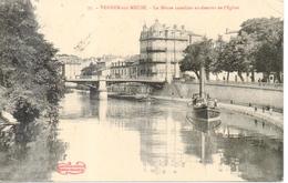 Verdun  - La Meuse Canalisée En Dessous De L'église - Verdun