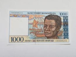MADAGASCAR 1000 ARIARY - Madagaskar