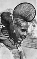 AFRIQUE Noire ( Femmes ) Ex AOF - Coiffure En Cimier - Jolie CPSM Dentelée Noir Et Blanc Format CPA - - Cartes Postales