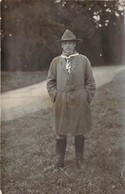 Belle Photo Format Carte Postale D'un Vieux Scout En Tenue Avec Des Airs De BADEN POWELL - Pfadfinder-Bewegung