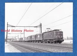 Photo Ancienne - Gare à Situer - Locomotive SNCF BB 8208 - Vers 1980 - Train Wagon Ligne Electrique Bahn Eisenbahn - Trains