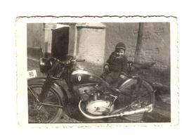 A Child And A Motorcycle DKW - 1947 - Motos