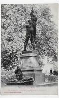LIMOUX EN 1917 - N° 30 - STATUE LA DEFENSE DU DRAPEAU AVEC PERSONNAGE - Ed. LABOUCHE FRERES - CPA VOYAGEE - Limoux