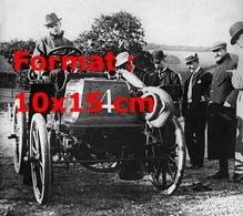 Reproduction D'une Photographie Ancienne De Charles Stewart Rolls Au Volant D'une 8hp Panhard Levassor En 1898 - Reproductions