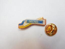 Beau Pin's , Dent , Dentaire , Dentifrice Trés-Prés - Médical