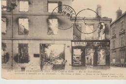 C.P.A. - GUERRE EUROPÉENNE 1914 - LE CRIME DE REIMS - RUE DES TROIS RESINETS BOMBARDÉE ET INCENDIÉE PAR LES ALLEMANDS - Guerra 1914-18