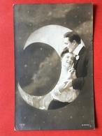 1910 - SURREALISME - COUPLE AMOUREUX DANS LA LUNE - KOPPEL VERLIEFDEN IN DE MAAN - Couples