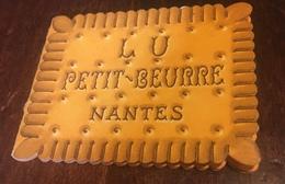 LU LEFEVRE UTILE Nantes Calendrier 1957 Forme Biscuit - Calendars