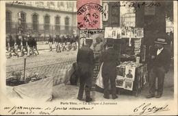 Cp Paris VI. Arrondissement Luxembourg, Un Kiosque à Journaux, Hommes - France