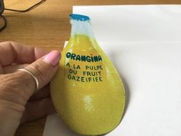 Autocollant Années 80 Orangina à La Pulpe De Fruits Gazifiee - Autocollants