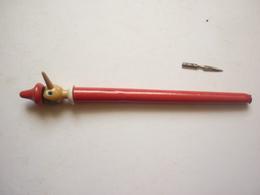 STYLO PORTE PLUME EN BOIS TETE DE PINOCCHIO ROUGE - Pens